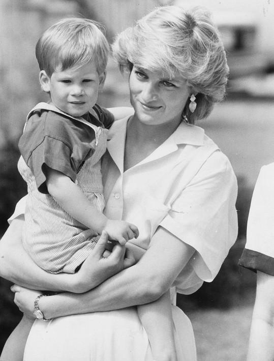 Smrt matky Harryho život velice ovlivnila. Když mu Meghan řekla, že se chce zabít, musel v životě mnohé změnit, aby se dle jeho slov historie neopakovala.