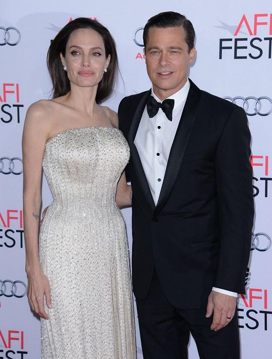 Brad Pitt a Angelina Jolie na premiéře filmu U moře loni v listopadu.