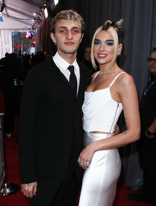 Jejím partnerem je už pár měsíců Anwar Hadid, bratr známých supermodelek Gigi a Belly Hadid.