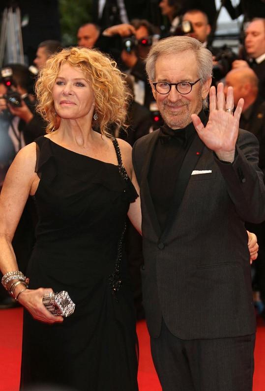 Herectví se už nevěnuje a plní roli manželky Stevena Spielberga.