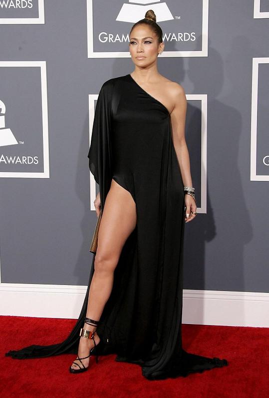 Jennifer Lopez a proklatě vysoký rozparek.