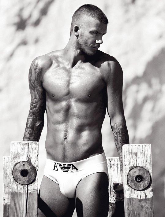 David Beckham miluje tetování.