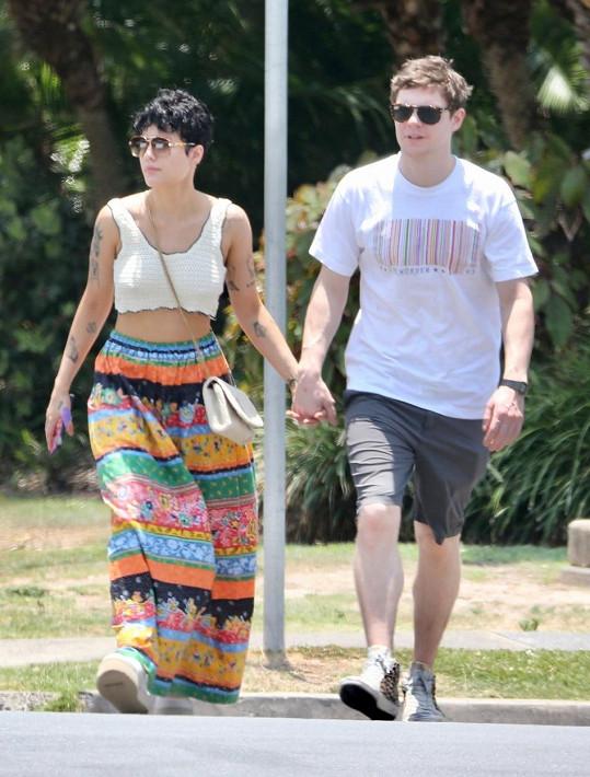 Od října chodila s hercem Evanem Petersem, ale nyní se spekuluje o rozchodu.