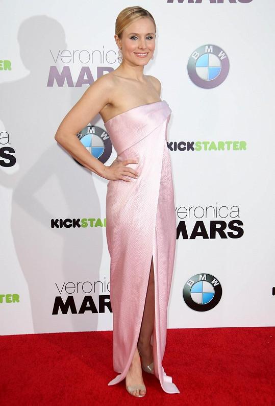 Kristen Bell to v růžové slušelo.