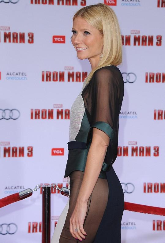 Gwyneth Paltrow byla v zajímavě řešených šatech ozdobou večera.