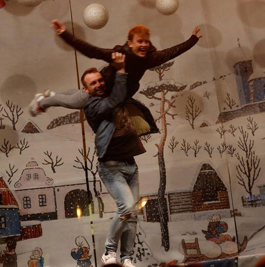 Jitka Schneiderová a Marek Dědík nejprve předvedli taneční kreace.