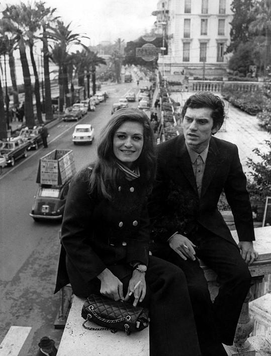 Památné foto ze San Rema s italským zpěvákem Luigim Tencem z roku 1967. Hned po neúspěchu na festivalu spáchal přítel Dalidy v hotelovém pokoji sebevraždu.