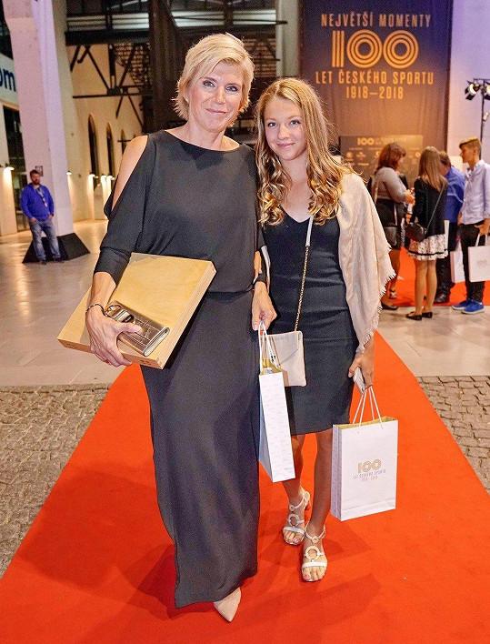 Kateřina Neumannová v modelu od Táni Kovaříkové s dcerou Lucií