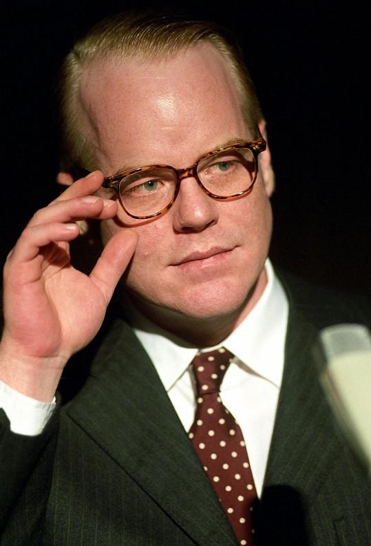 Philip Seymour Hoffman ve své oscarové roli jako spisovatel Truman Capote.