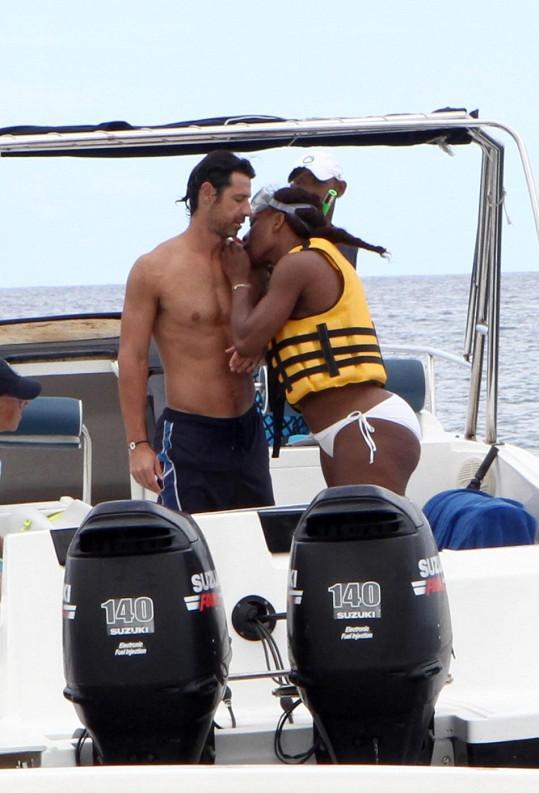 Zamilovaná dvojice během dovolené na Mauritiu.