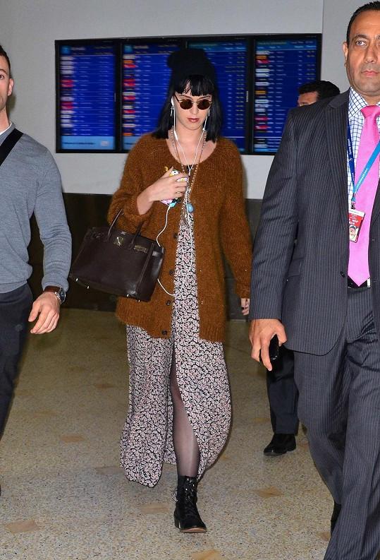 Perry přiletěla do Sydney ve velmi pohodlném outfitu.