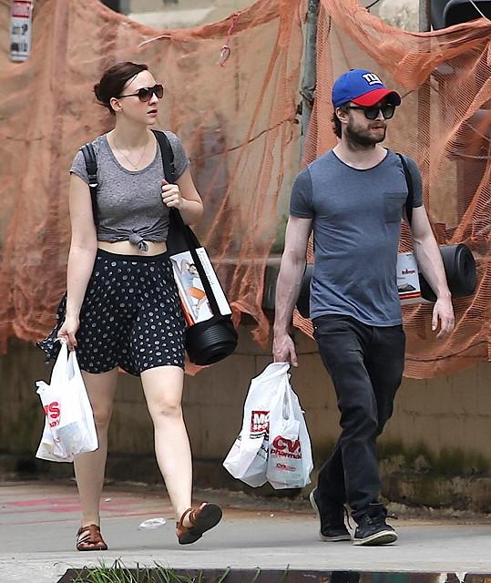 Herecký pár nakupoval v New Yorku sportovní pomůcky.