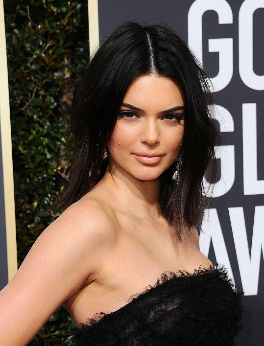 I Kendall Jenner trápí akné. Upozornili na to lidé, co ji sledují na sociálních sítích.