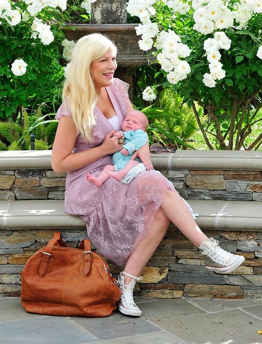 Tori Spelling se synem jménem Beau