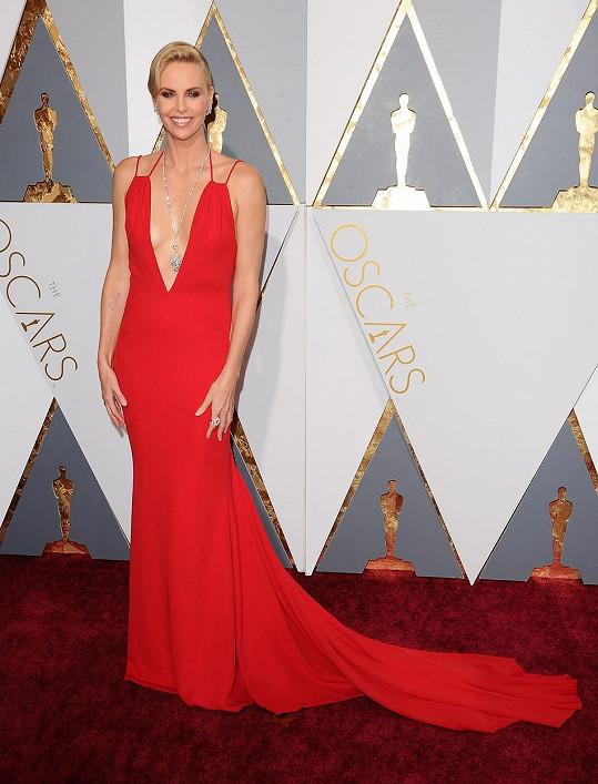 Charlize Theron na letošních Oscarech