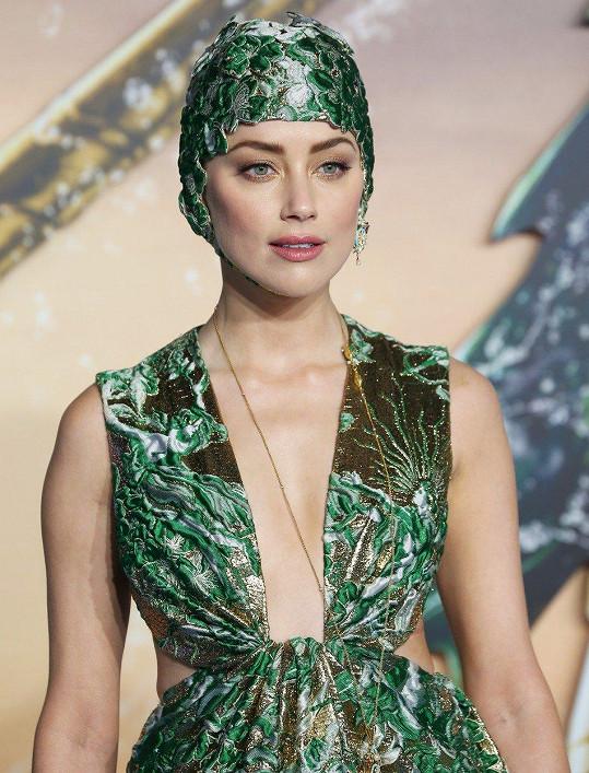 Amber Heard na premiéře Aquamana