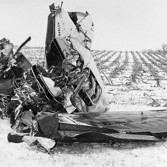 Trosky letadla, ve kterém zahynuly hned tři pěvecké hvězdy.