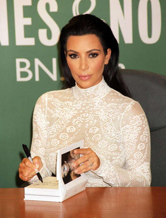 Kim je na svou sebestřednou knihu hrdá.