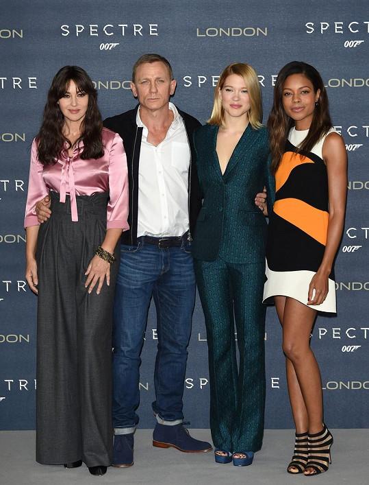 Daniel Craig a všechny jeho múzy z nové bondovky Spectre