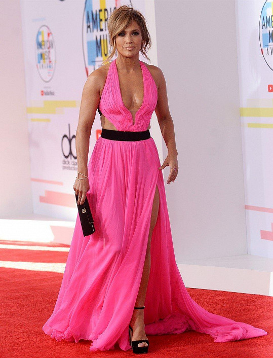 Jennifer Lopez na červeném koberci opravdu zářila.
