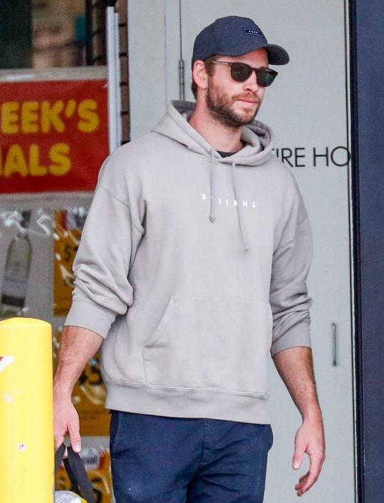 Liam Hemsworth po Miley Cyrus už nejspíš neteskní.
