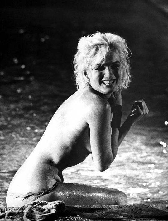Slavná koupací scéna Marilyn z nedokončeného filmu Něco musí prasknout (1962)