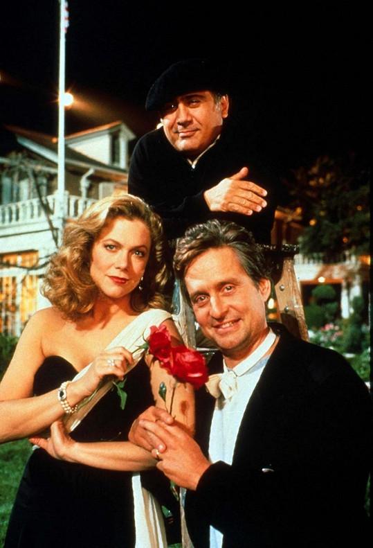 Kathleen Turner s Michaelem Douglasem při natáčení Války Roseových.