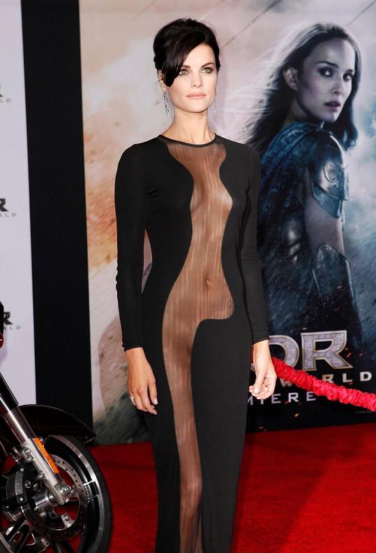 Jaimie Alexander si pořídila opravdu odvážné šaty.