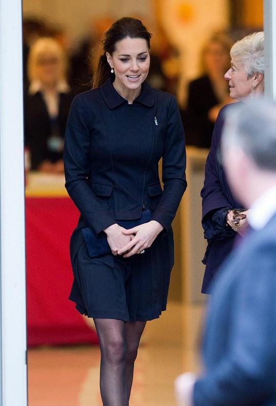 Kate má jako brunetka tmavě modrou barvu také ráda.
