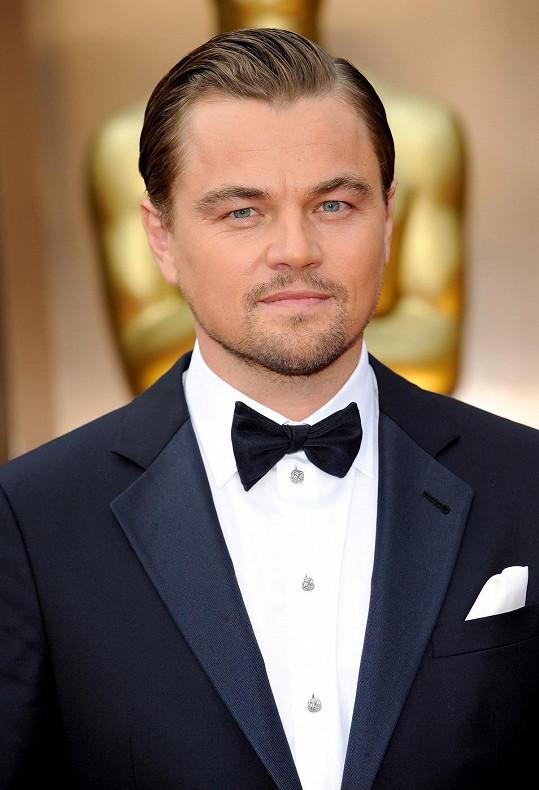 V březnu byl Leonardo za elegantního fešáka.