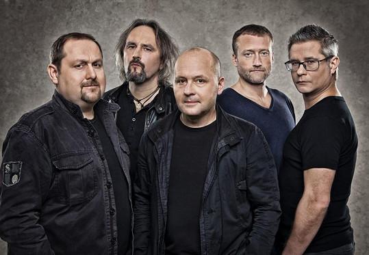 Všichni Svatí koncertují ve složení Tomáš Waschinger, Petr Váňa, Jan Dvořák, Marek Čmejla a Petr Franc.