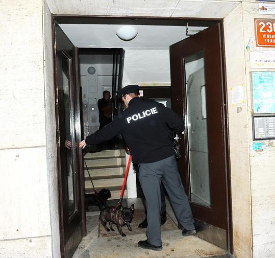 S venčením Amálky pomáhali i policisté.