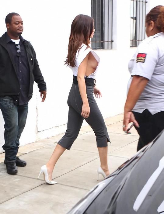 Selena Gomez v poslední době volí hodně odvážné kousky.