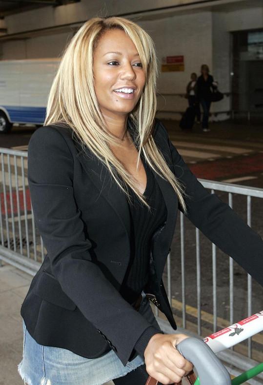 Zpěvačka byla v roce 2006 chvíli i blondýnkou.