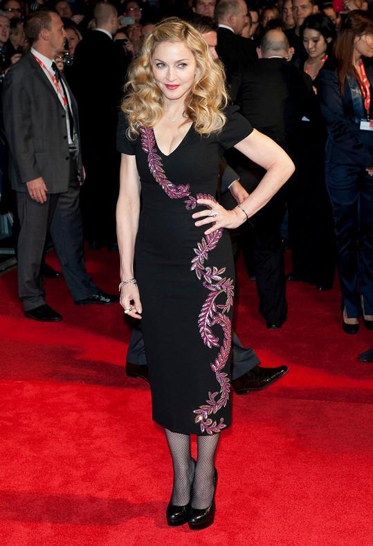 Madonna v šatech zesnulé návrhářky