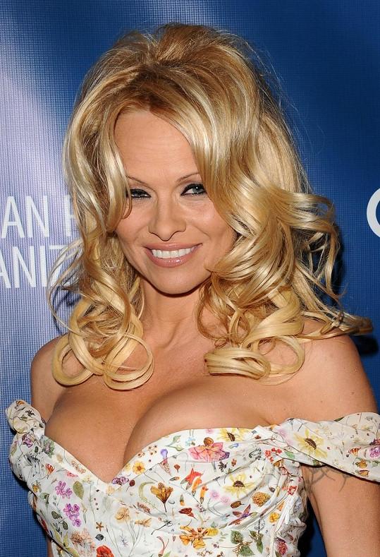 Známá herečka chodí se svým tanečním partnerem Mattem Eversem.