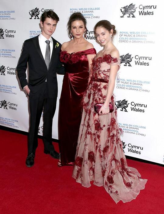 Catherine Zeta-Jones se synem Dylanem a dcerou Carys