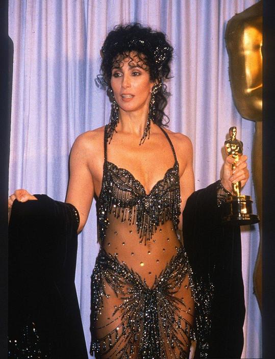 V roce 1988, kdy získala Oscara za roli ve filmu Pod vlivem úplňku.