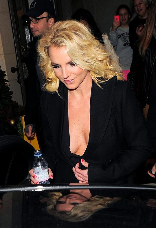 Britney ohromila svým dekoltem Londýn.