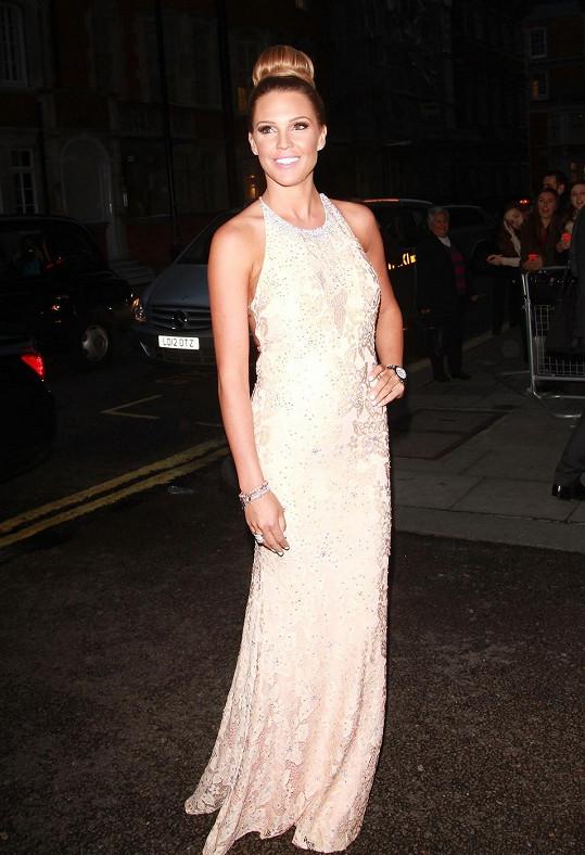 Bývalá Miss Británie je pořád obletovanou celebritou.