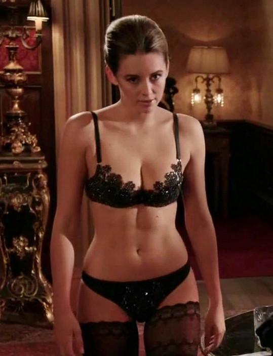 Však Angelina Jolie také začínala polonahá...