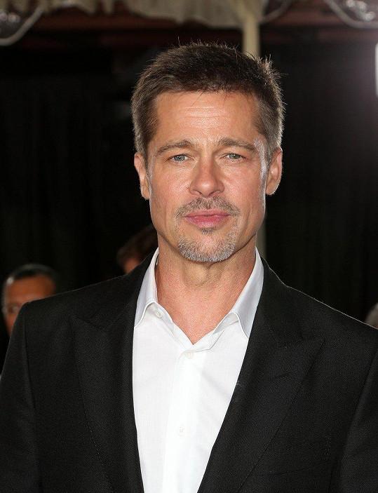 Ani Brad Pitt nemá vždy čas na sprchu, nahrazuje ji vlhčenými ubrousky.