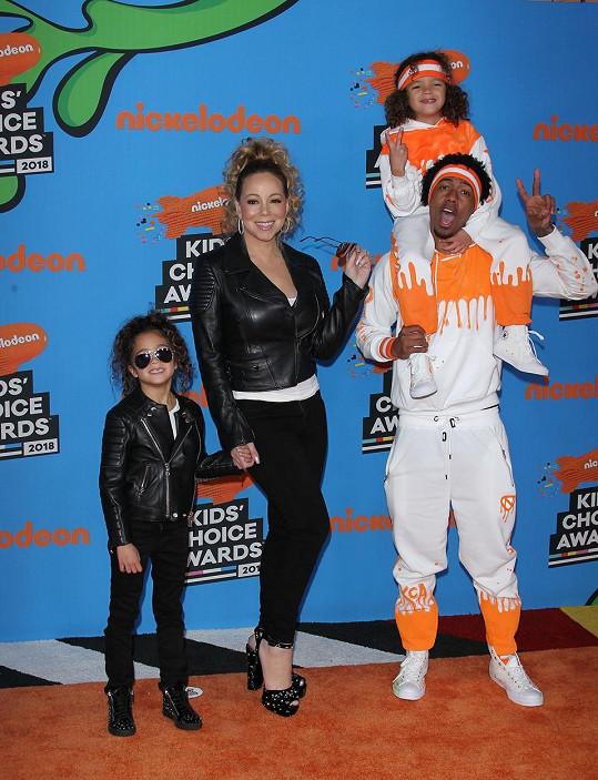Jeho prvními potomky jsou dvojčata Monroe a Moroccan, které se mu narodily v manželství s Mariah Carey.