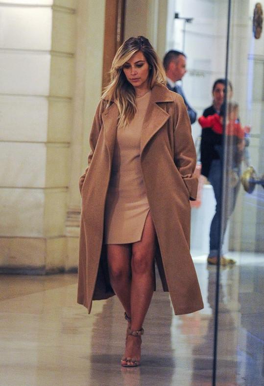 Kardashian si užívá romantiku v Paříži.