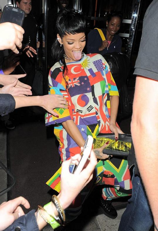 Rihanna je podobná dračice jako Miley.