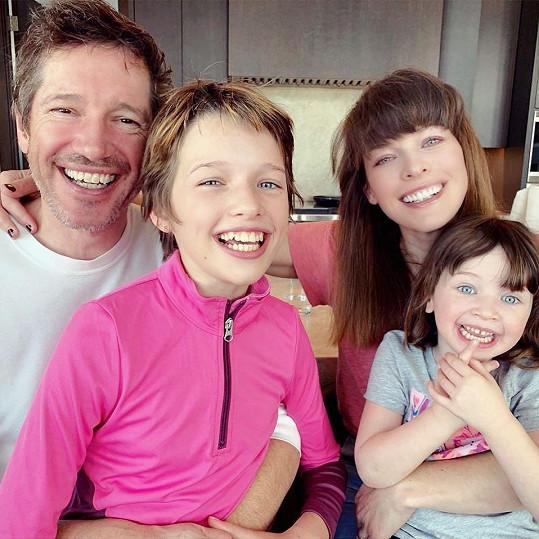S manželem a staršími dcerami Ever a Dashiel