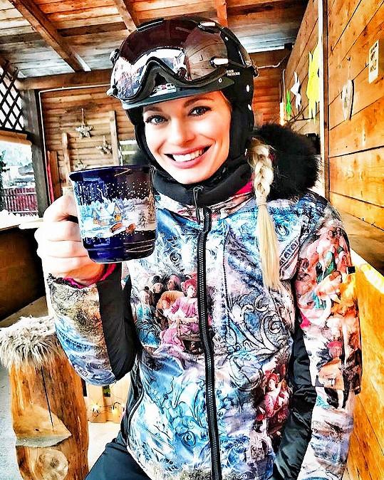 V lyžařském oblečení to Lucce moc sluší.