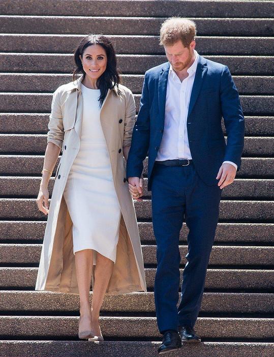 Žena prince Harryho musí britskou monarchii důstojně reprezentovat. K tomu patří i přísný dress code.
