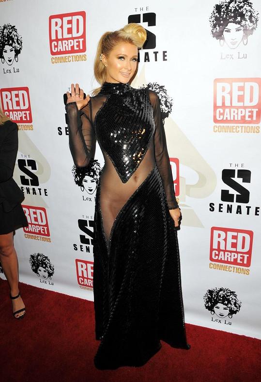 Paris Hilton a její svůdný model
