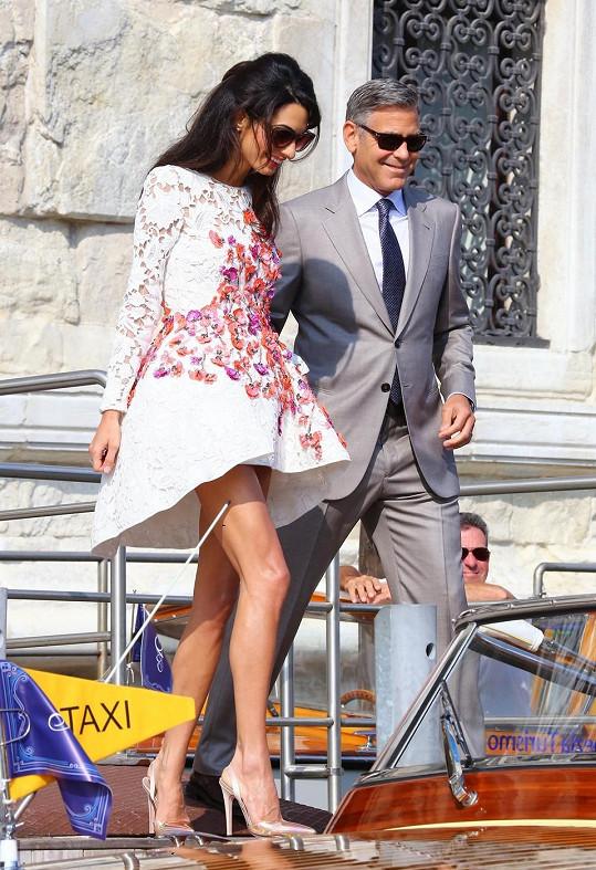 Den po svatbě se George s Amal projeli po Benátkách na člunu.